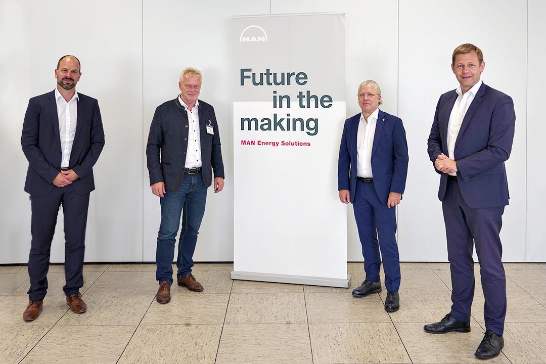 CEO Dr. Mark Misselhorn mit Standortleiter Norbert Anger und den beiden Bundestagsabgeordneten Thomas Erndl und Alois Rainer